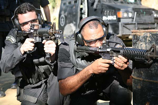 Two cops aiming guns at a target