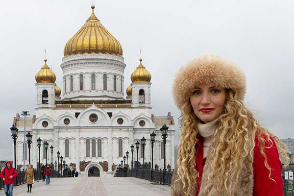 Historian Suzannah Lipscomb in front of the The Cathedral of Christ the Saviour in Moscow
